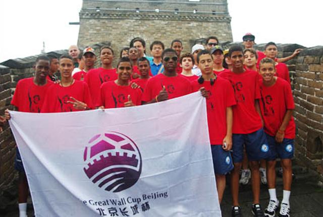 Meninos das favelas sagram-se campeões na China