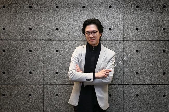 Lio Kuokman | Pauta e rota de um maestro afortunado