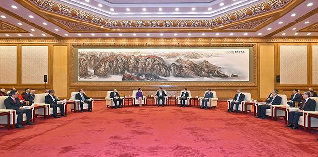 Apelo ao contributo de Macau e Hong Kong
